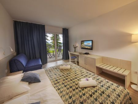 Familienzimmer mit drei Betten